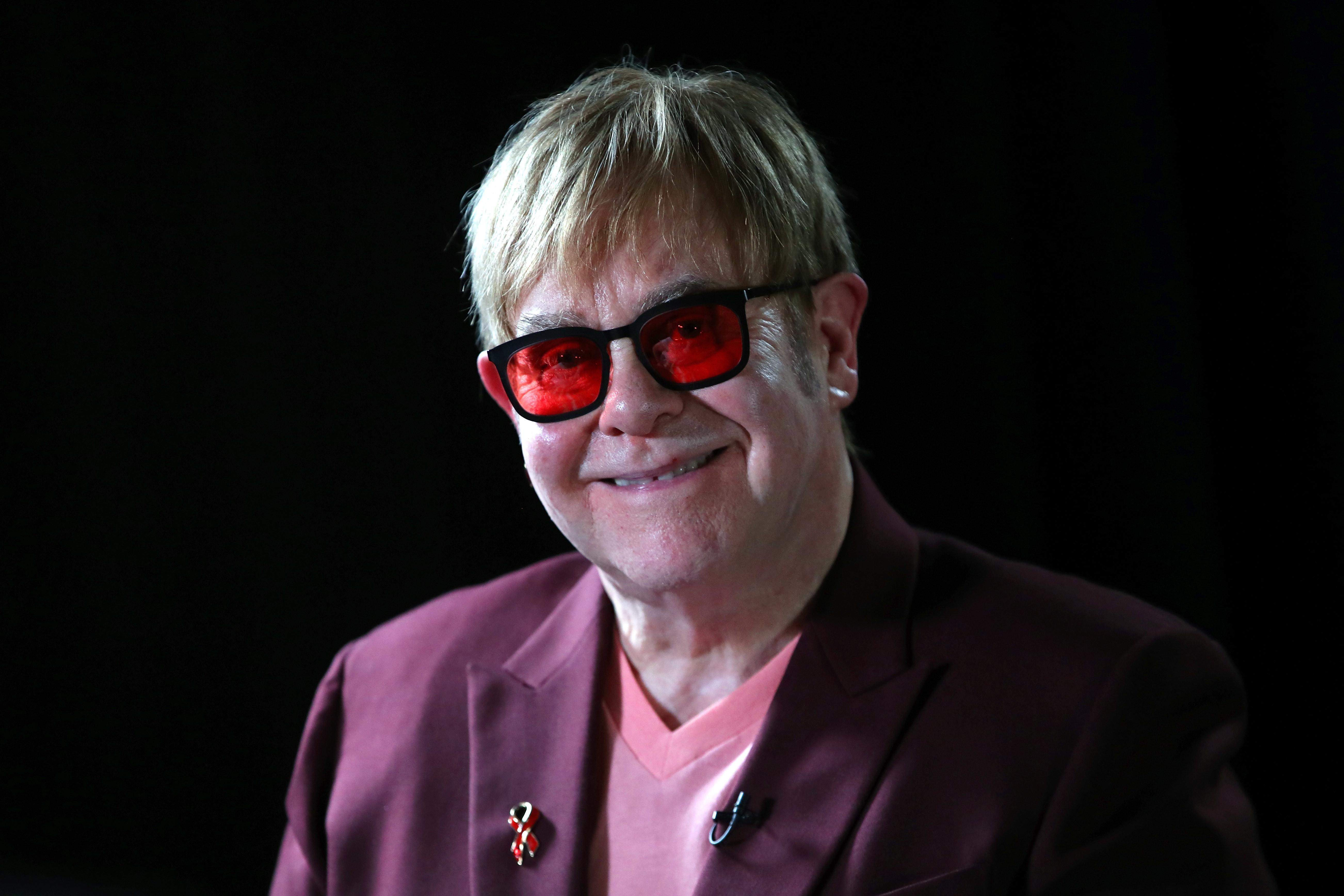 Filme sobre a vida de Elton John ganha trailer oficial