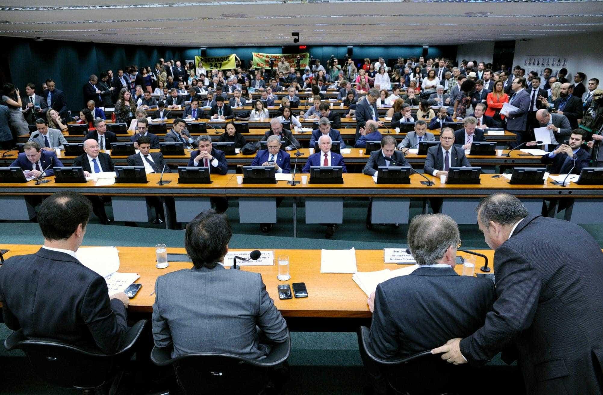 Comissão Mista de Orçamento aprova LDO de 2019 com emendas