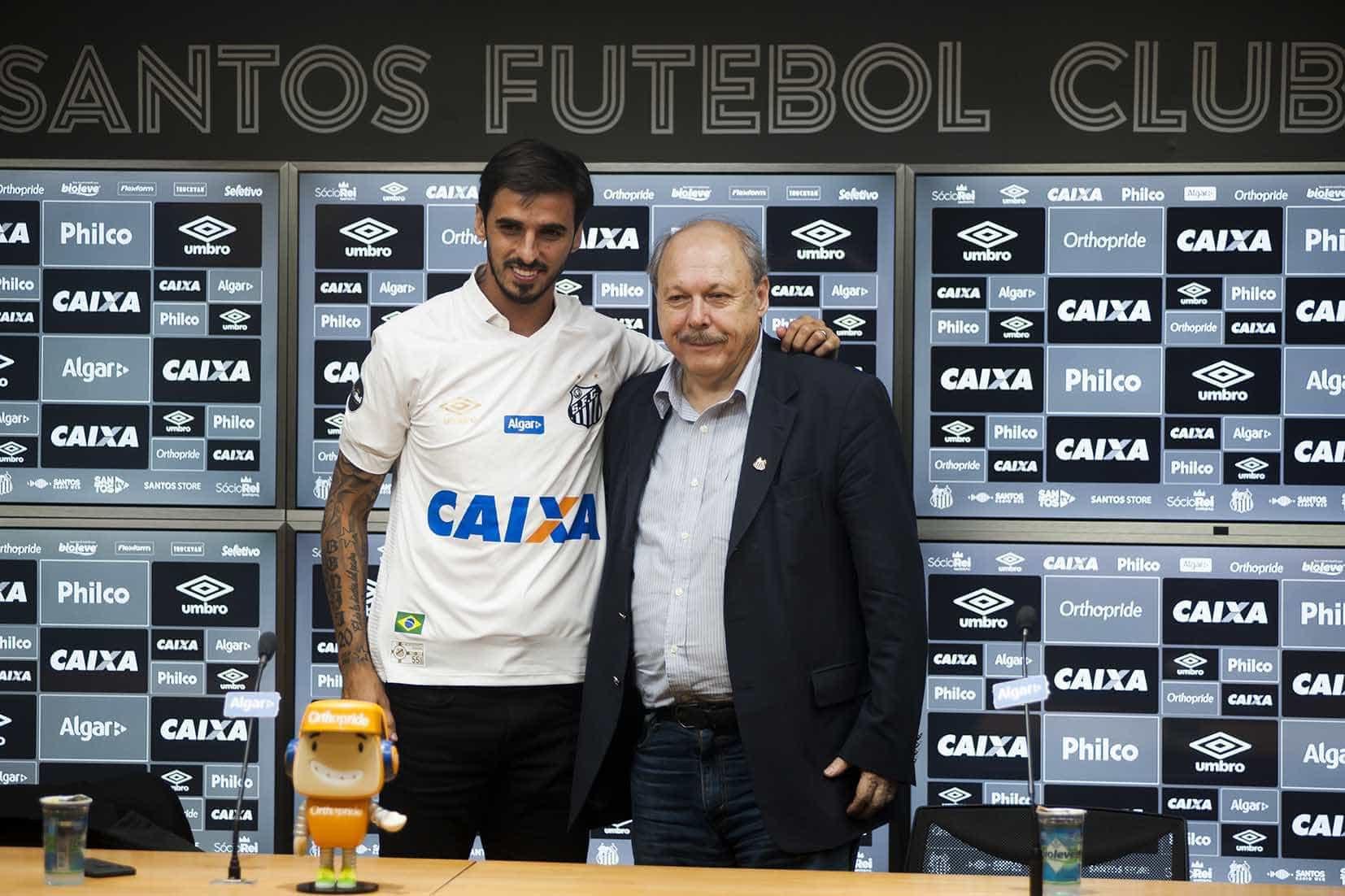 Santos dá 10 de Gabigol a Bryan Ruiz e deixa Jair com problema