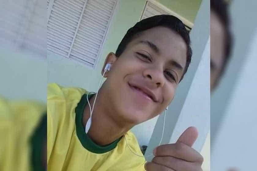 Pai de jovem apedrejado até morrer diz que filho sofreu emboscada