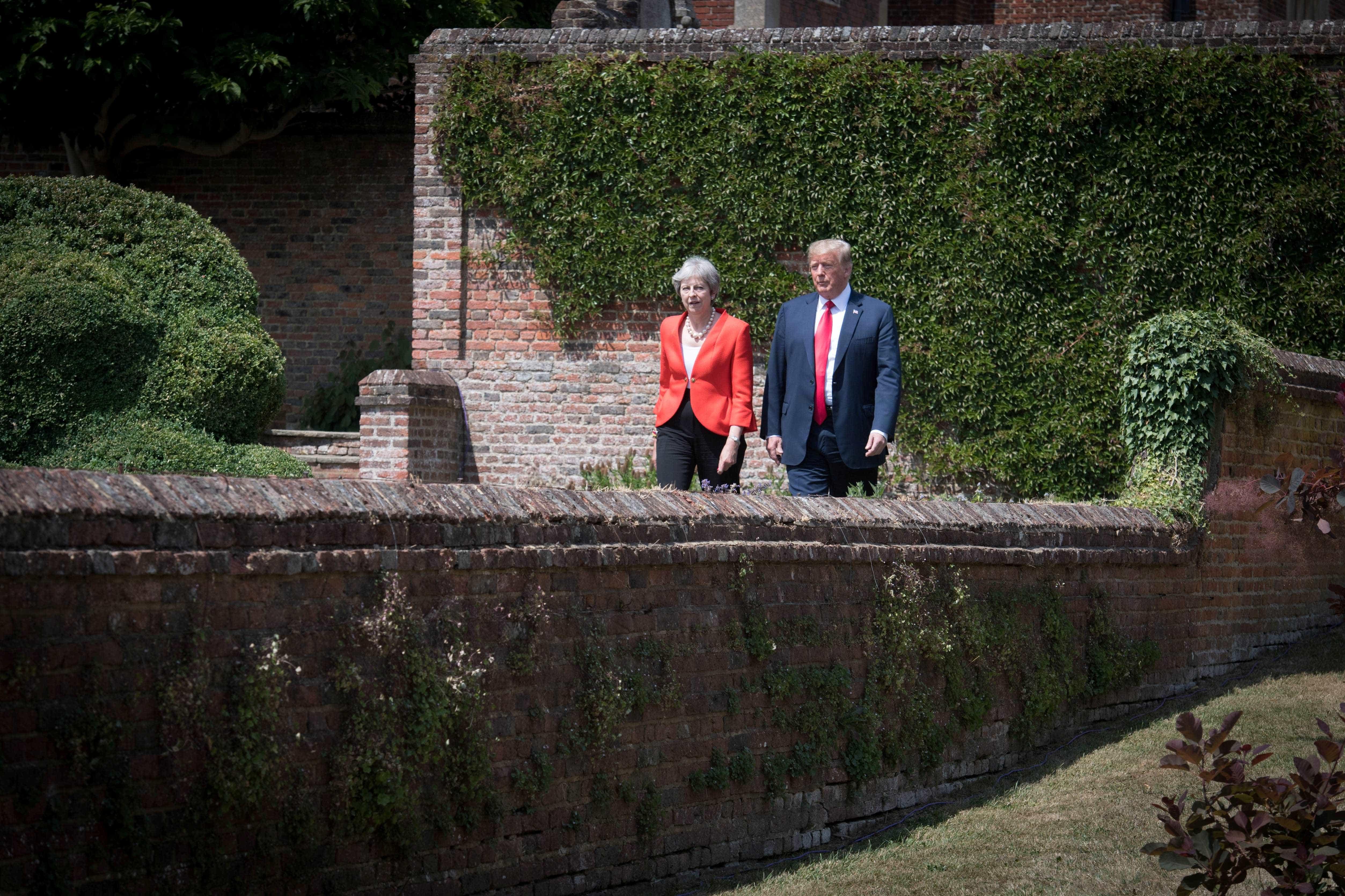 Trump aconselhou primeira-ministra britânica a processar União Europeia