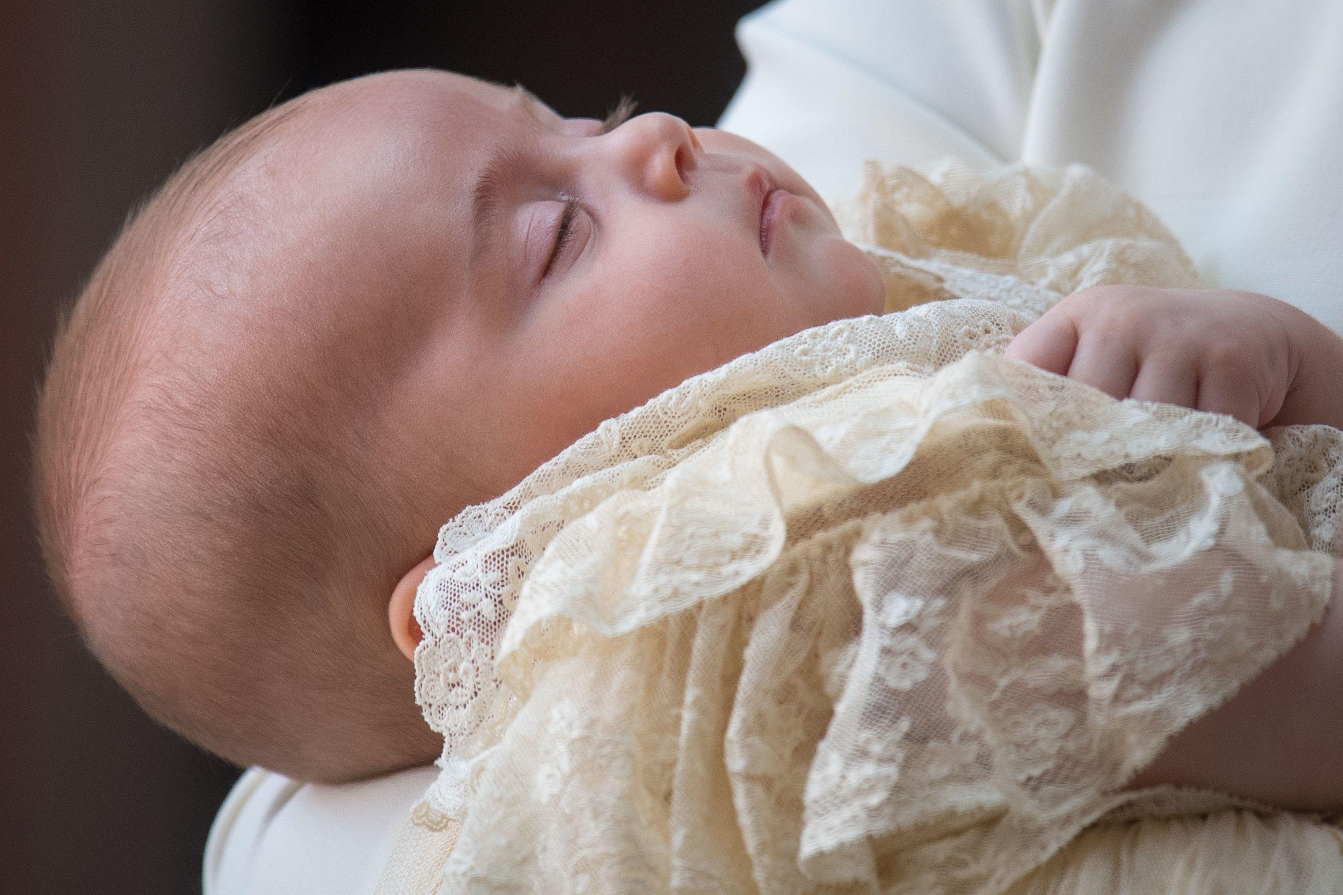 Divulgadas fotos oficiais do batizado do príncipe Louis; veja