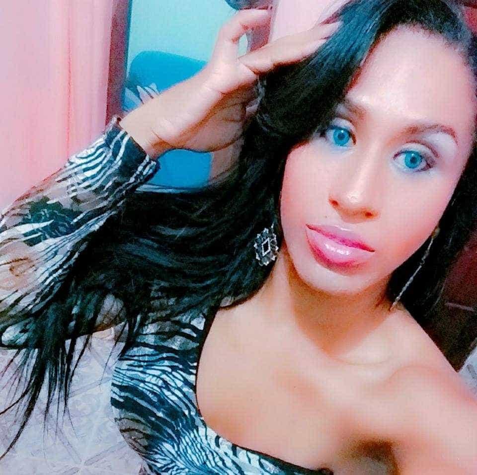 Transexual é retirada de banheiro feminino algemada no RJ