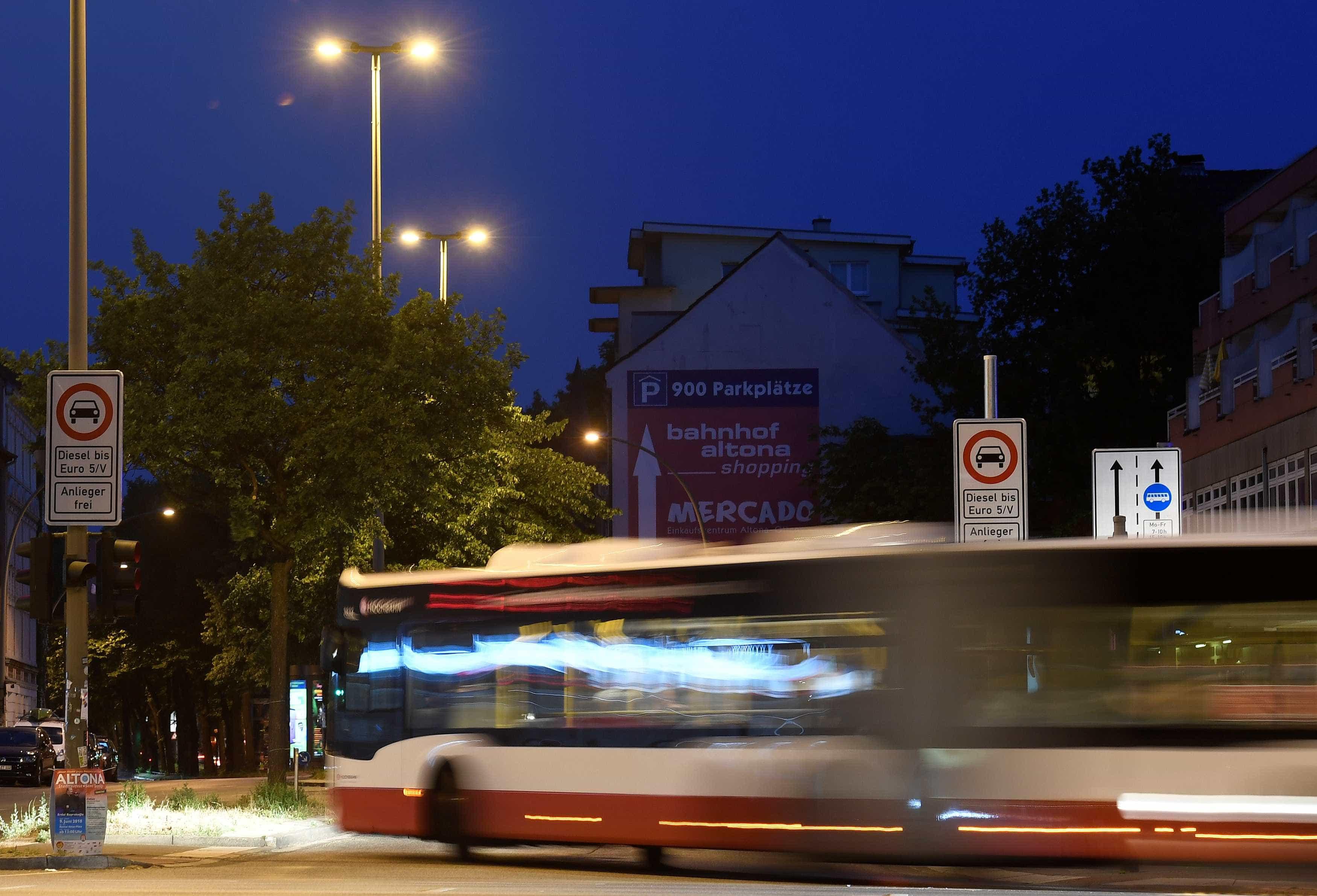 Ataque a faca em ônibus na Alemanha deixa 14 feridos