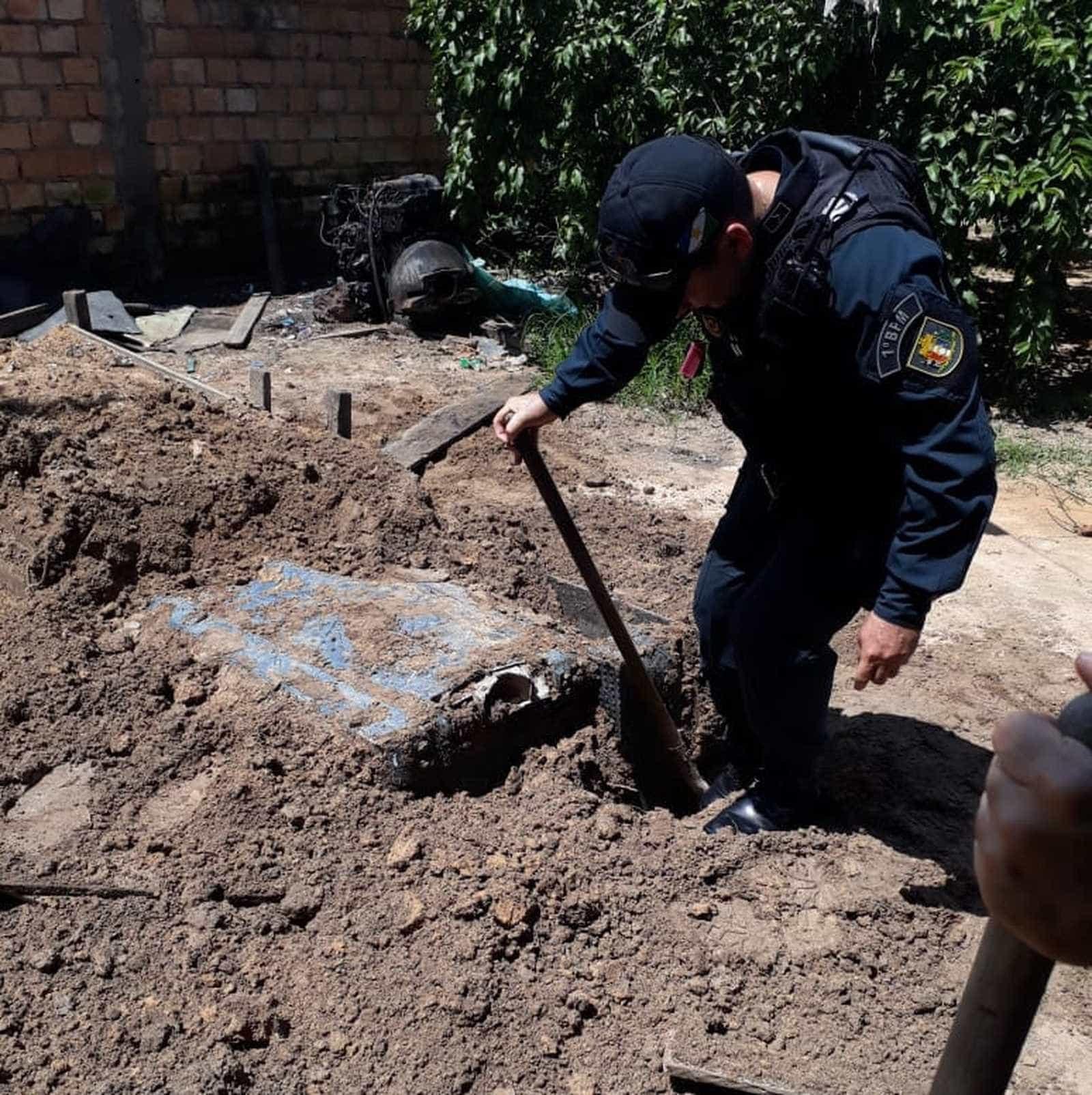Polícia desenterra picape em quintal de casa de venezuelana em RR