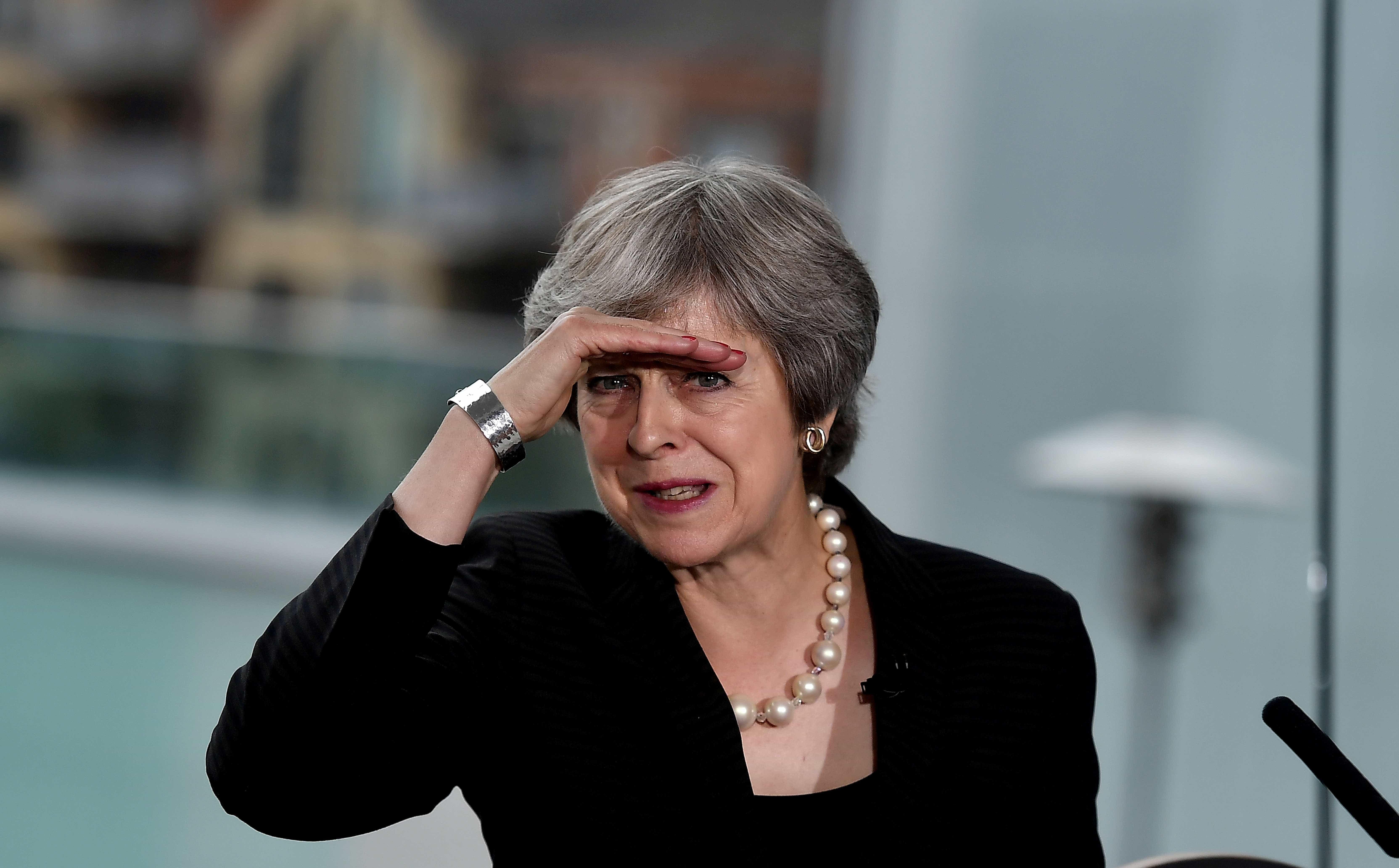 Theresa May deve apresentar hoje 'plano b' para o 'brexit'