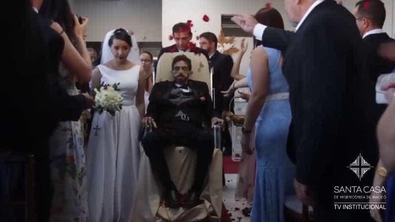 Paciente com câncer terminal se casa em hospital e morre 2 dias depois