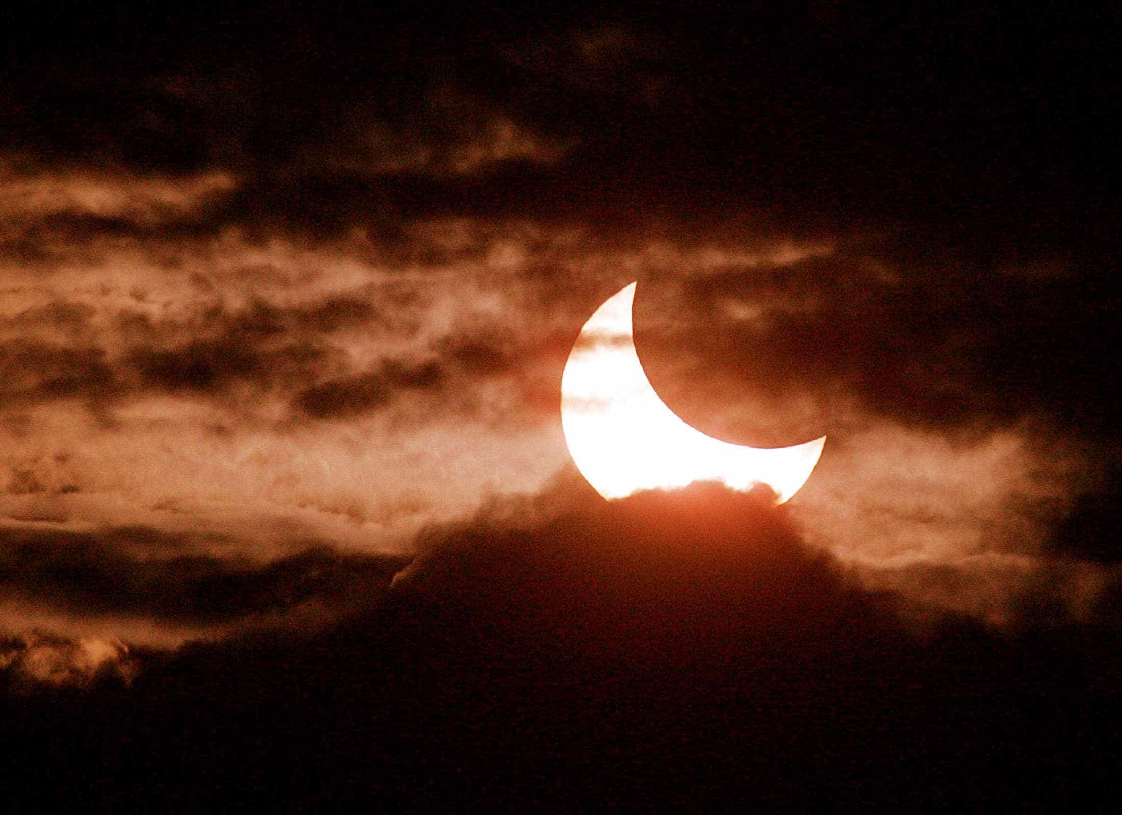 Saiba a que horas observar o eclipse em cada região do Brasil