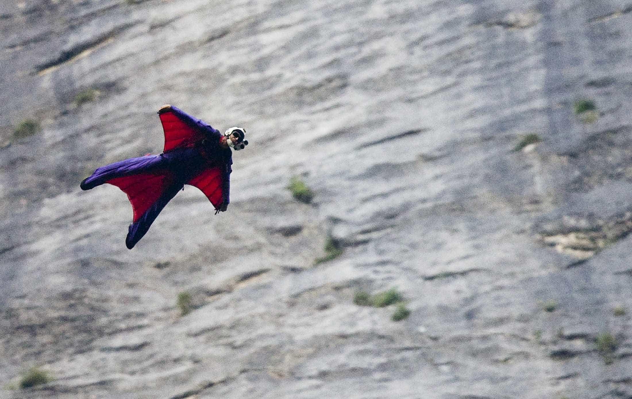 Base jumper brasileiro morre ao saltar de montanha na Itália