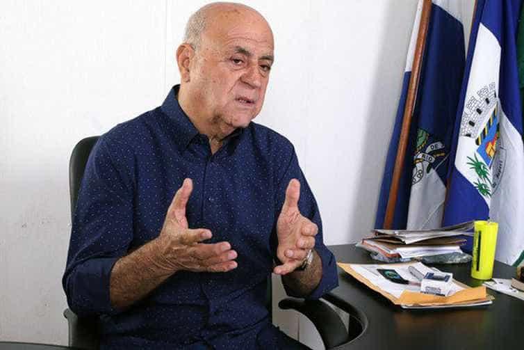 Prefeito preso ameaça jornalista: 'Depois a gente acerta na Baixada'