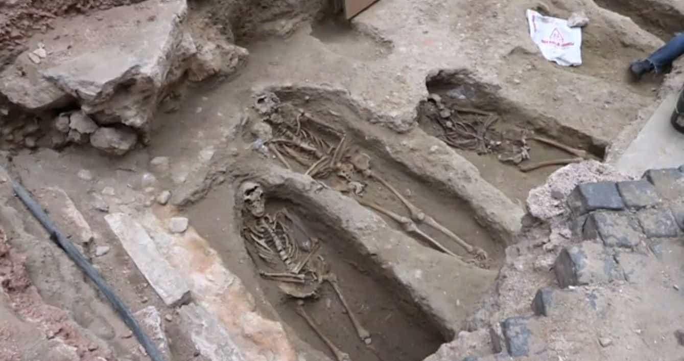 Cemitério medieval com cerca de 20 corpos é encontrado em Lisboa
