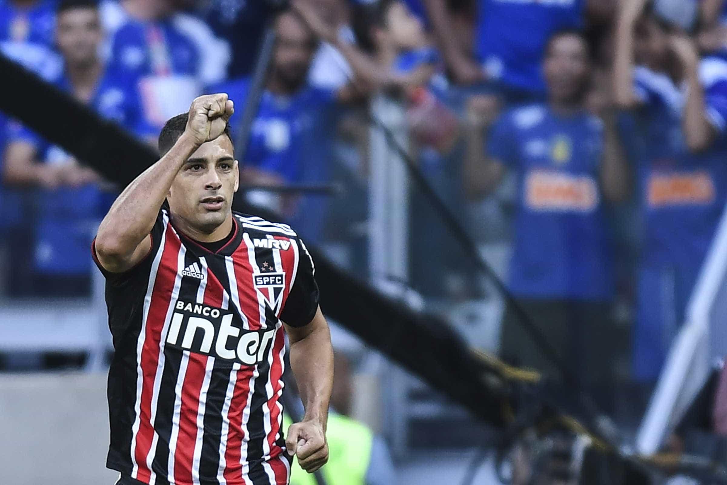 São Paulo treina com desfalques e aguarda proposta por Diego Souza
