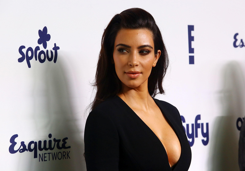 Entenda a polêmica dos 'seis dedos' de Kim Kardashian