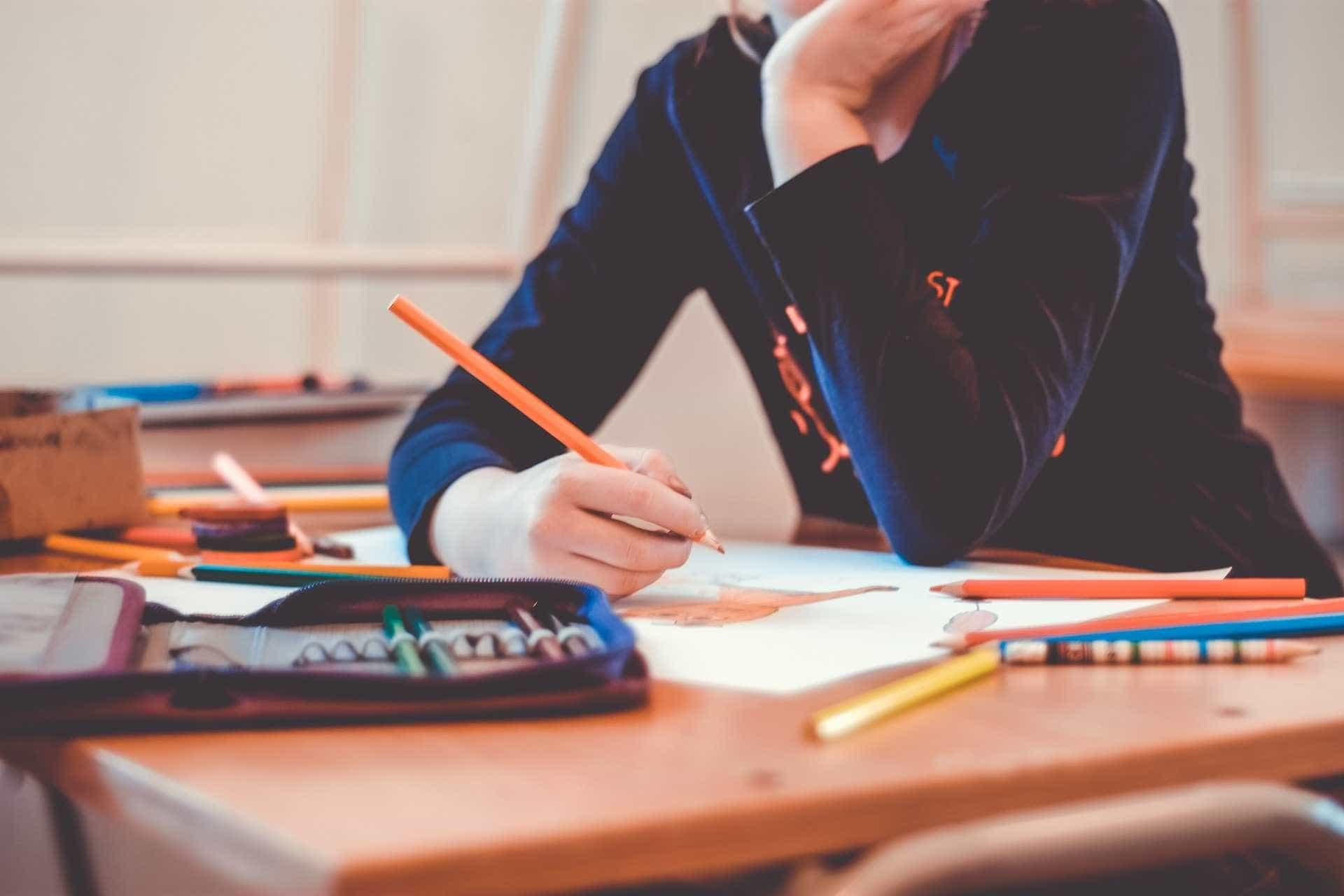 OCDE aponta que 52% dos brasileiros não tem diploma do ensino médio