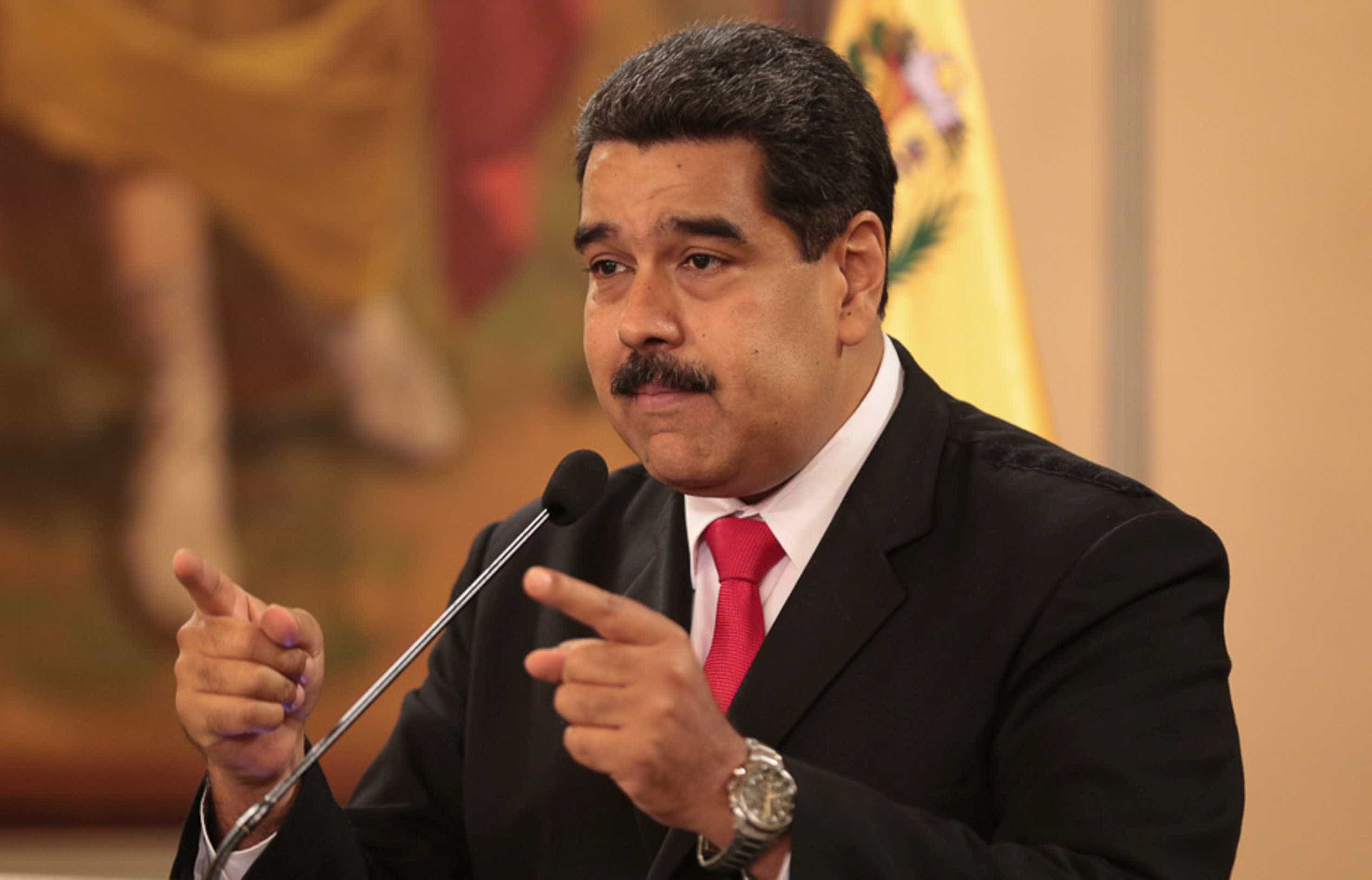 Regime de Maduro mantém repórter preso em cadeia militar