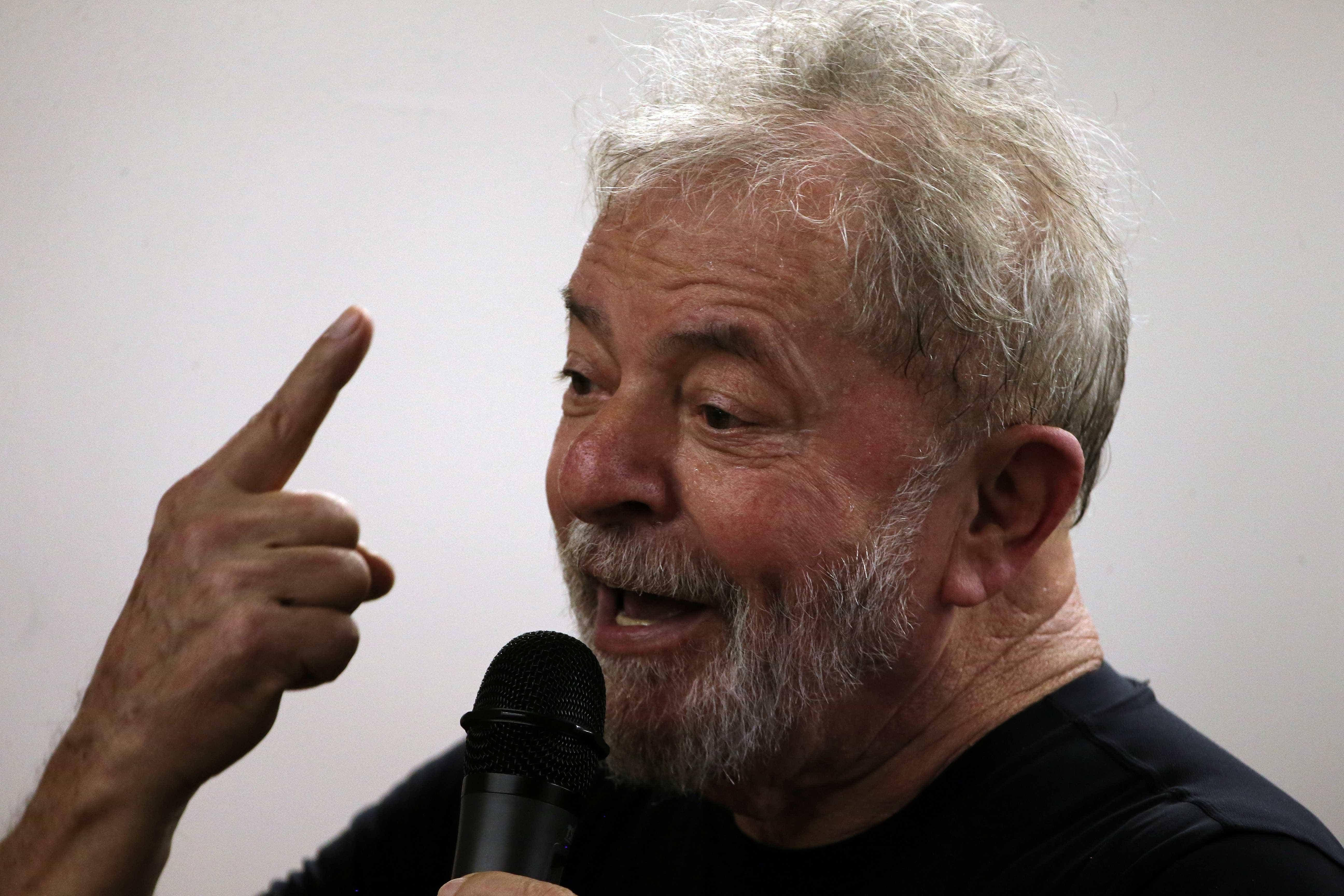 Lewandowski, do STF, autoriza jornal a entrevistar Lula na prisão