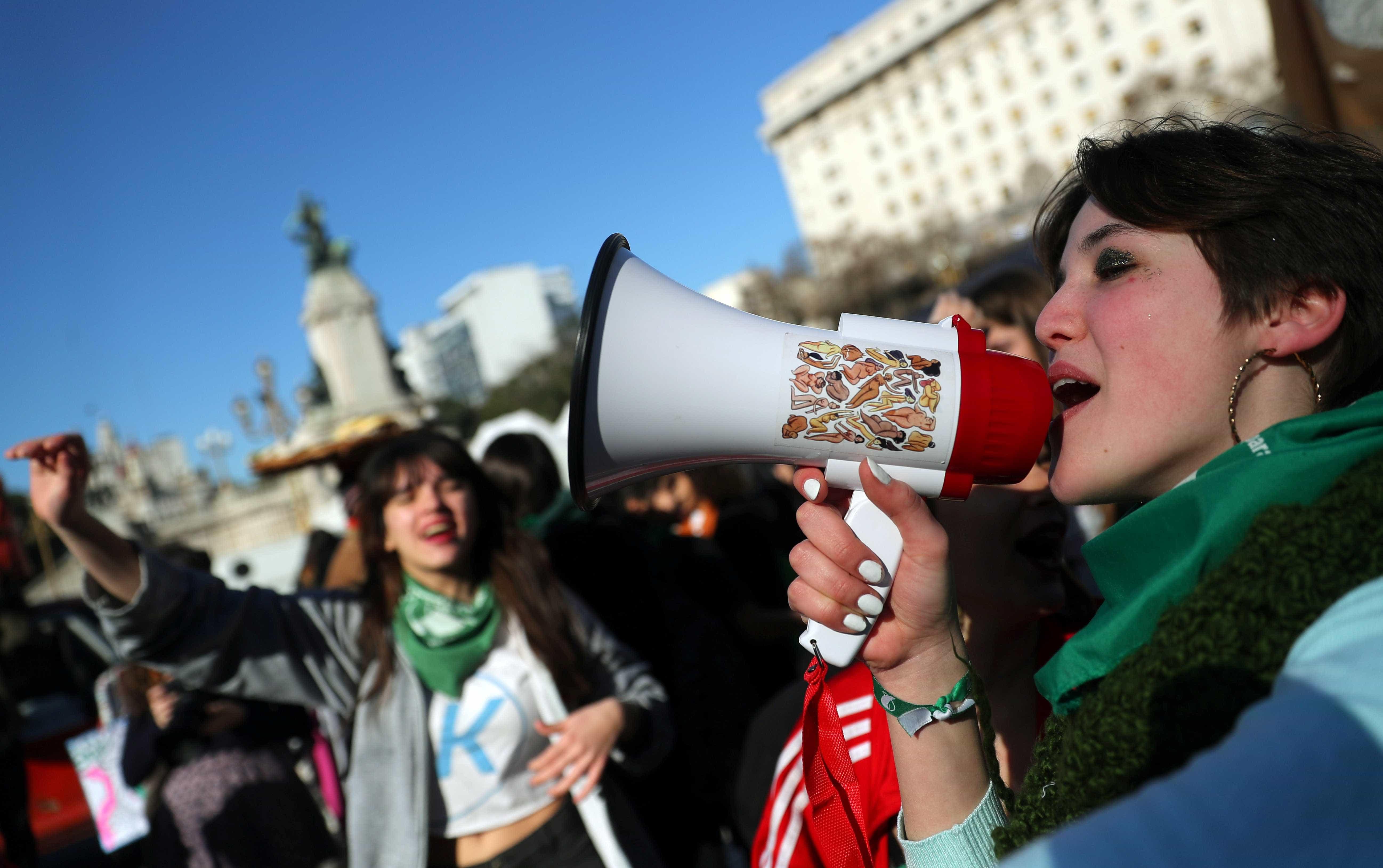 Argentina vota lei do aborto nesta quarta; prática é legal em 63 países