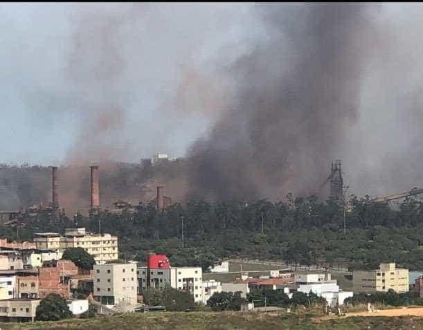 Morador registra vídeo após explosão de usina da Usiminas em MG