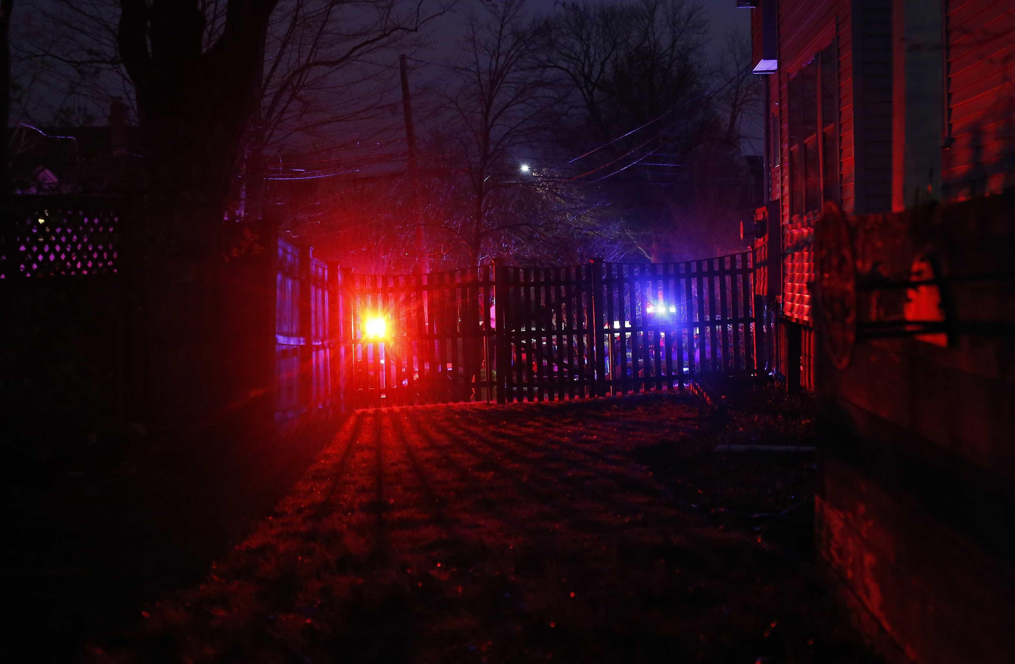 Homem mata ex-mulher a facadas na frente do filho no DF