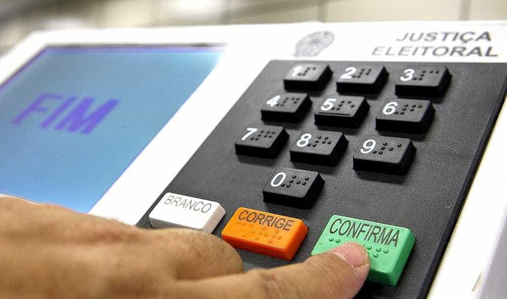 Justiça determina auditoria em urnas a pedido do partido de Bolsonaro
