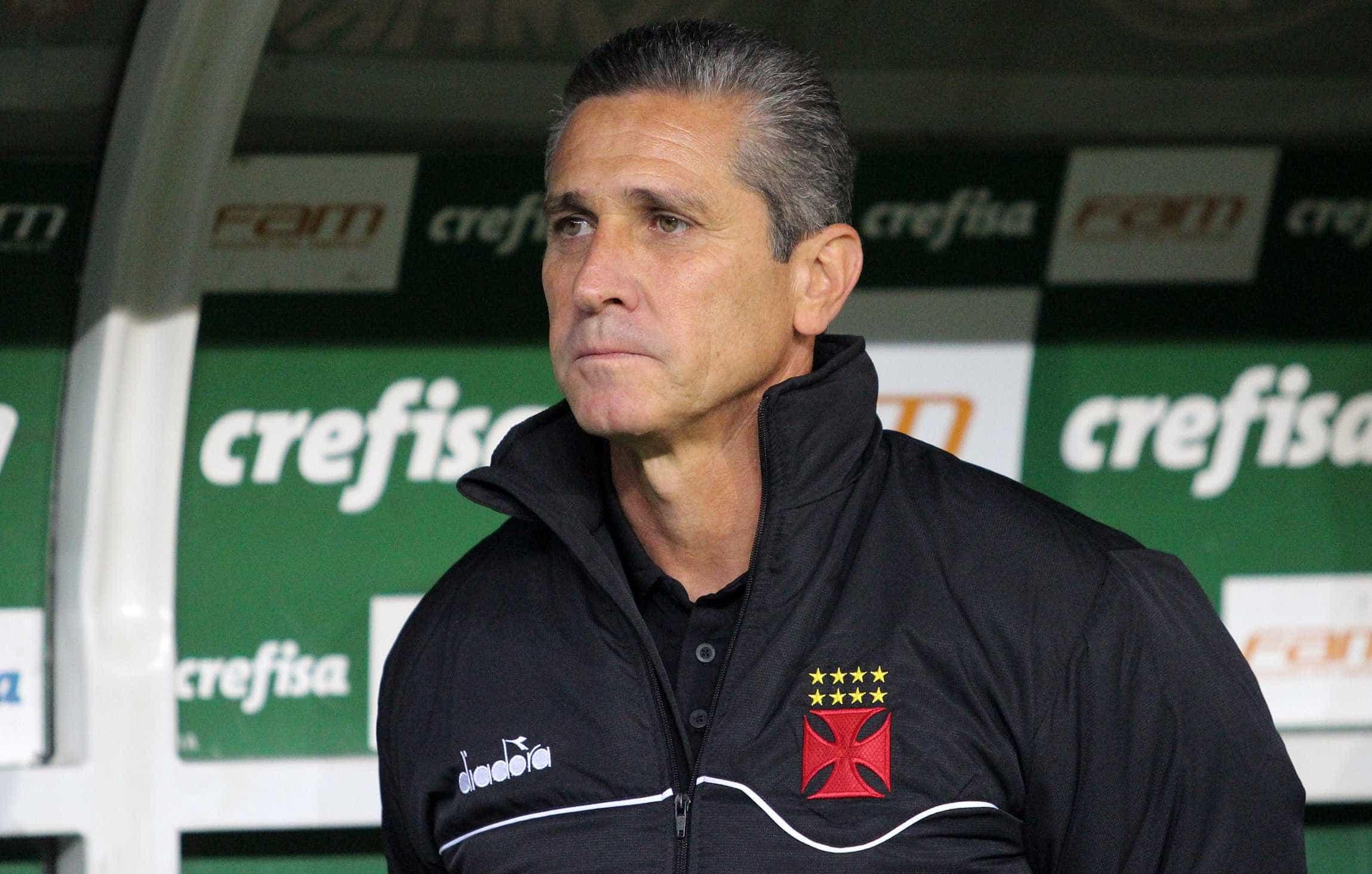 Vasco demite técnico Jorginho após 10 jogos