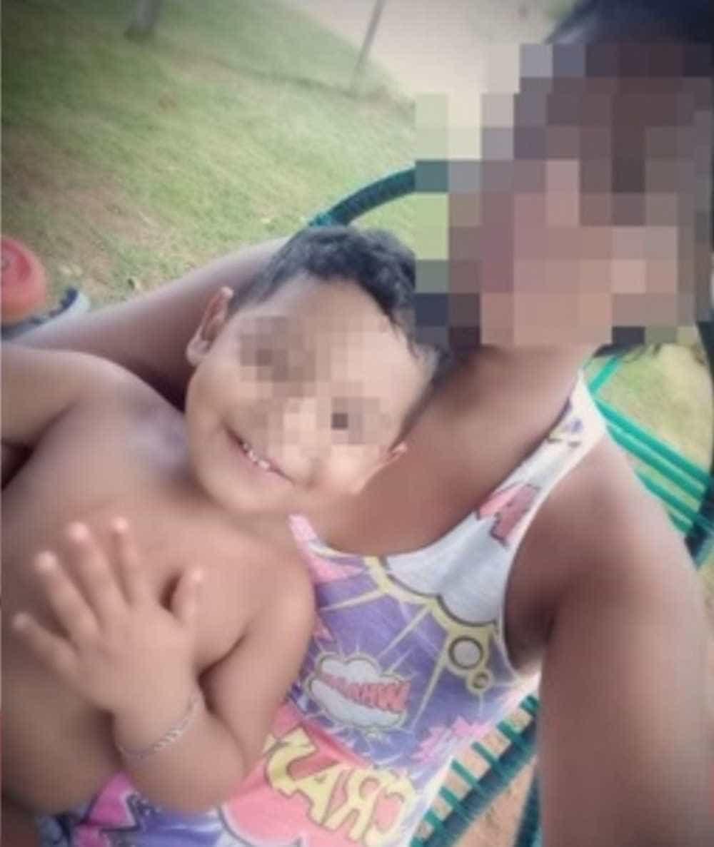 Menino de 2 anos cai em copo de vidro e morre ao ter tórax perfurado