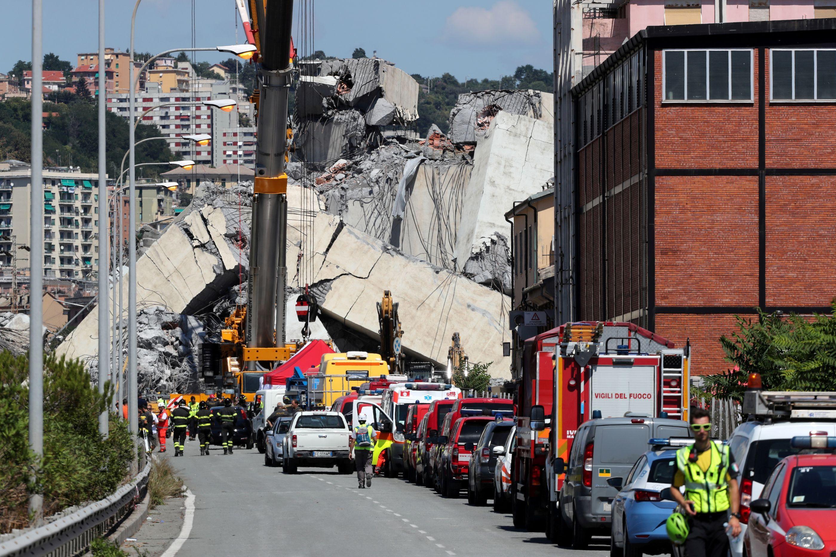 Sobe para 43 número de mortos em queda de ponte em Gênova