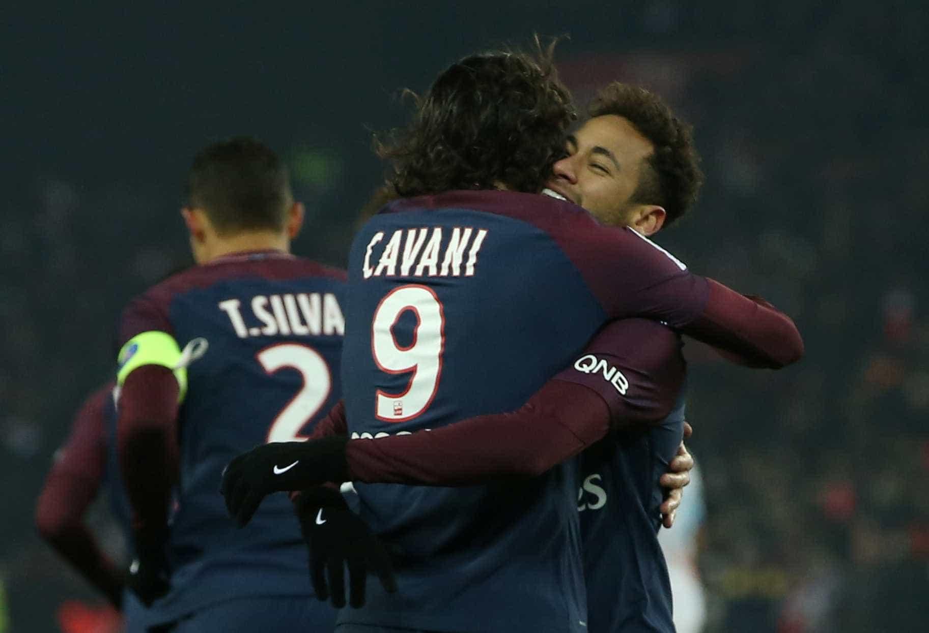 Trégua? Neymar passa a seguir Cavani no Instagram