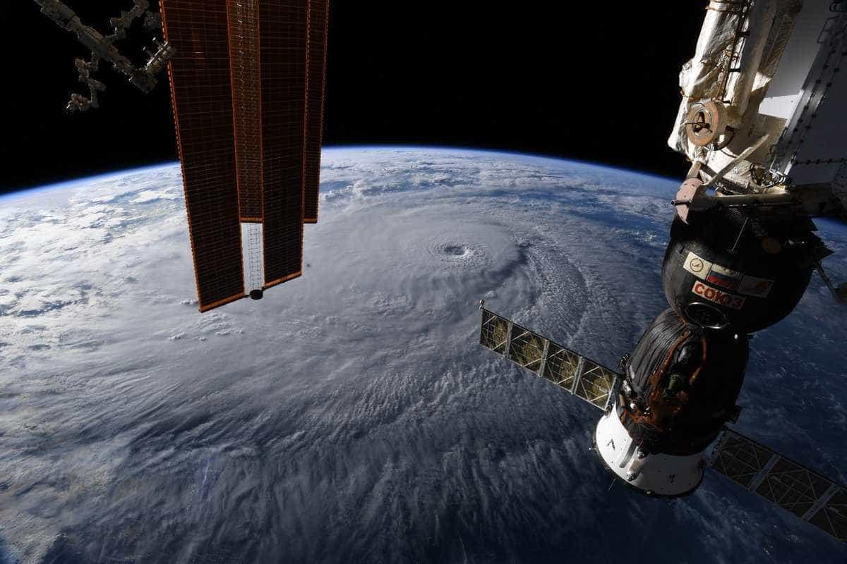 Do espaço, astronauta fotografa Furacão Lane a caminho do Havaí