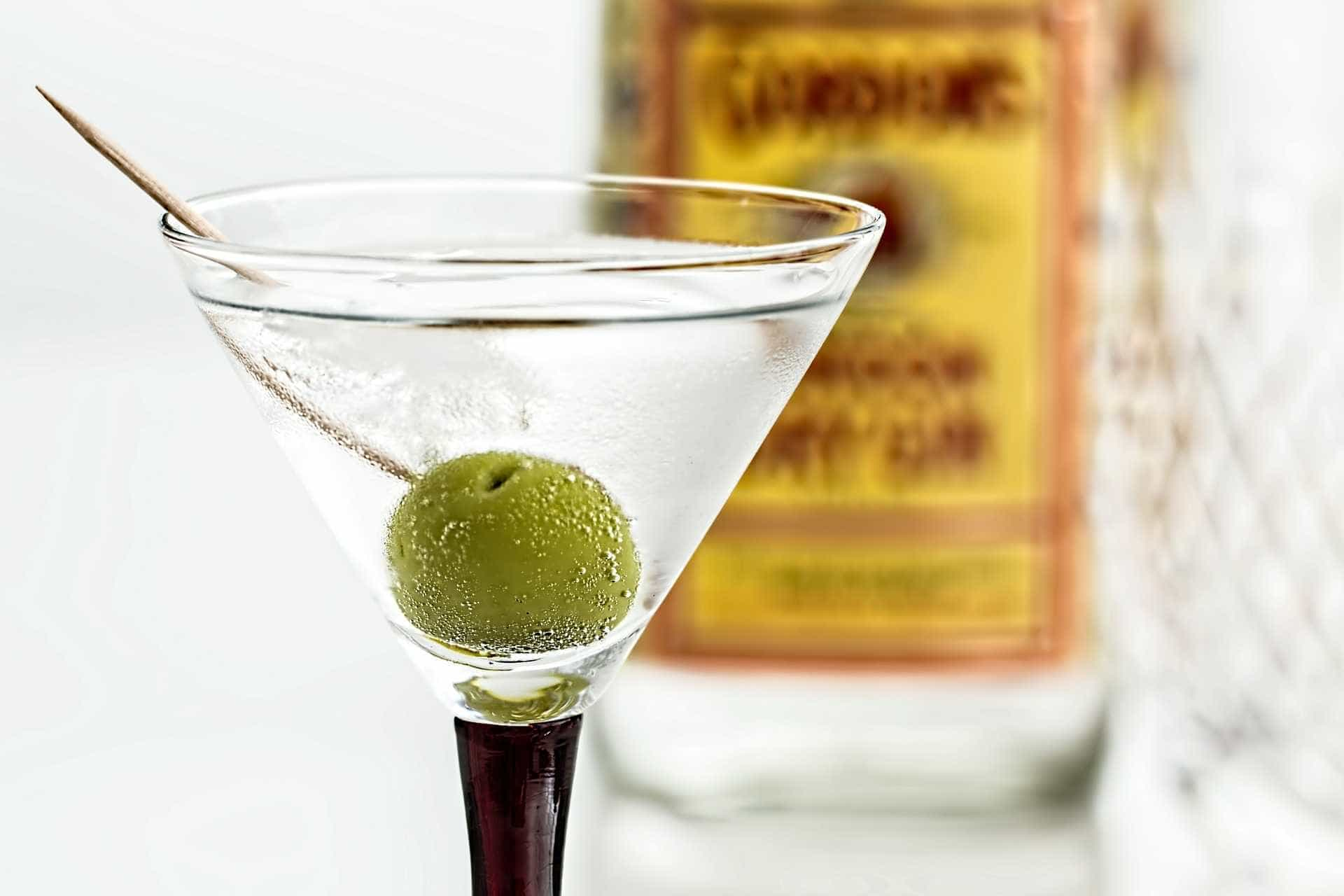 Bebida do momento, gim está em alta com drinques clássicos e novidades