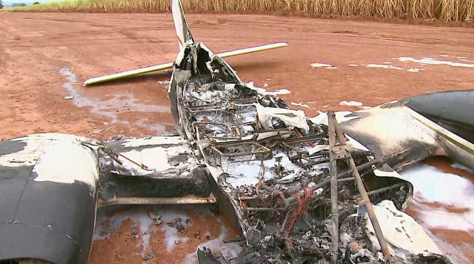 Avião bimotor é encontrado em chamas em Barretos
