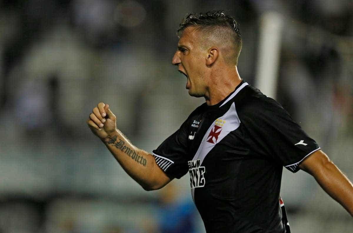Vasco busca empate no fim contra Juazeirense e avança na Copa do Brasil