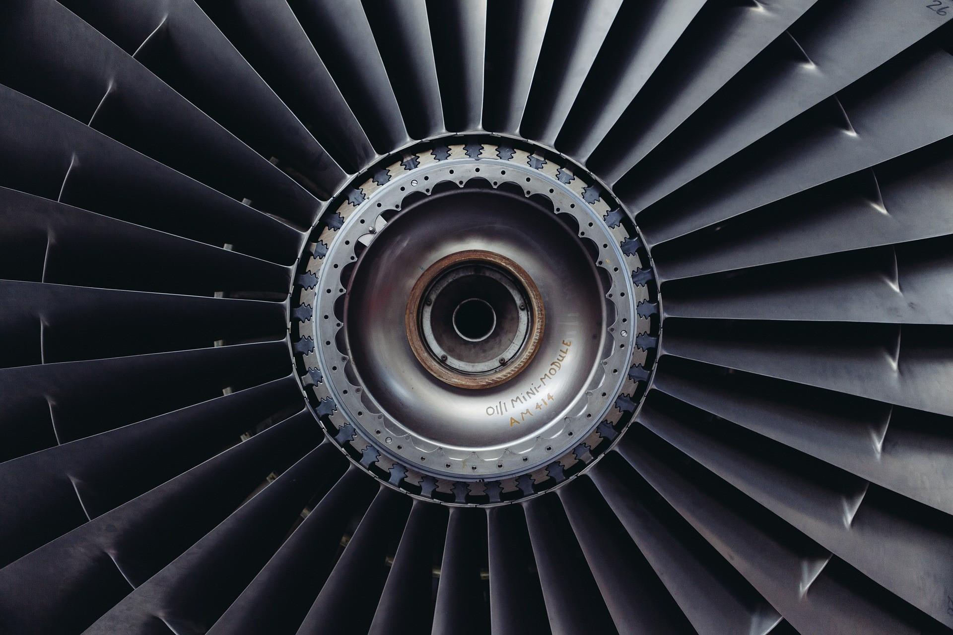 Pânico a bordo: avião tem falha no motor durante voo na Rússia; veja