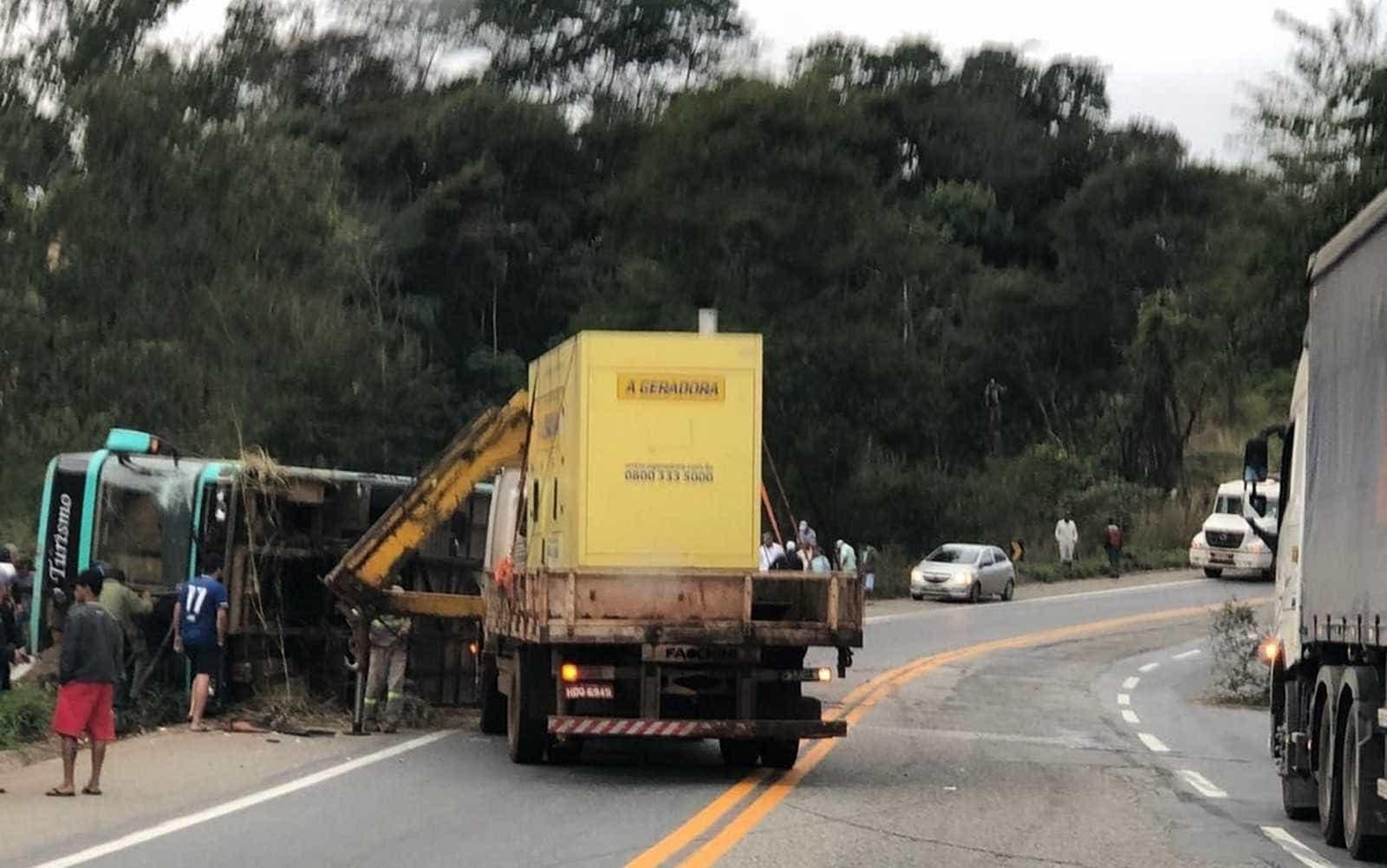 Oito pessoas morrem em dois acidentes com ônibus de turismo em MG