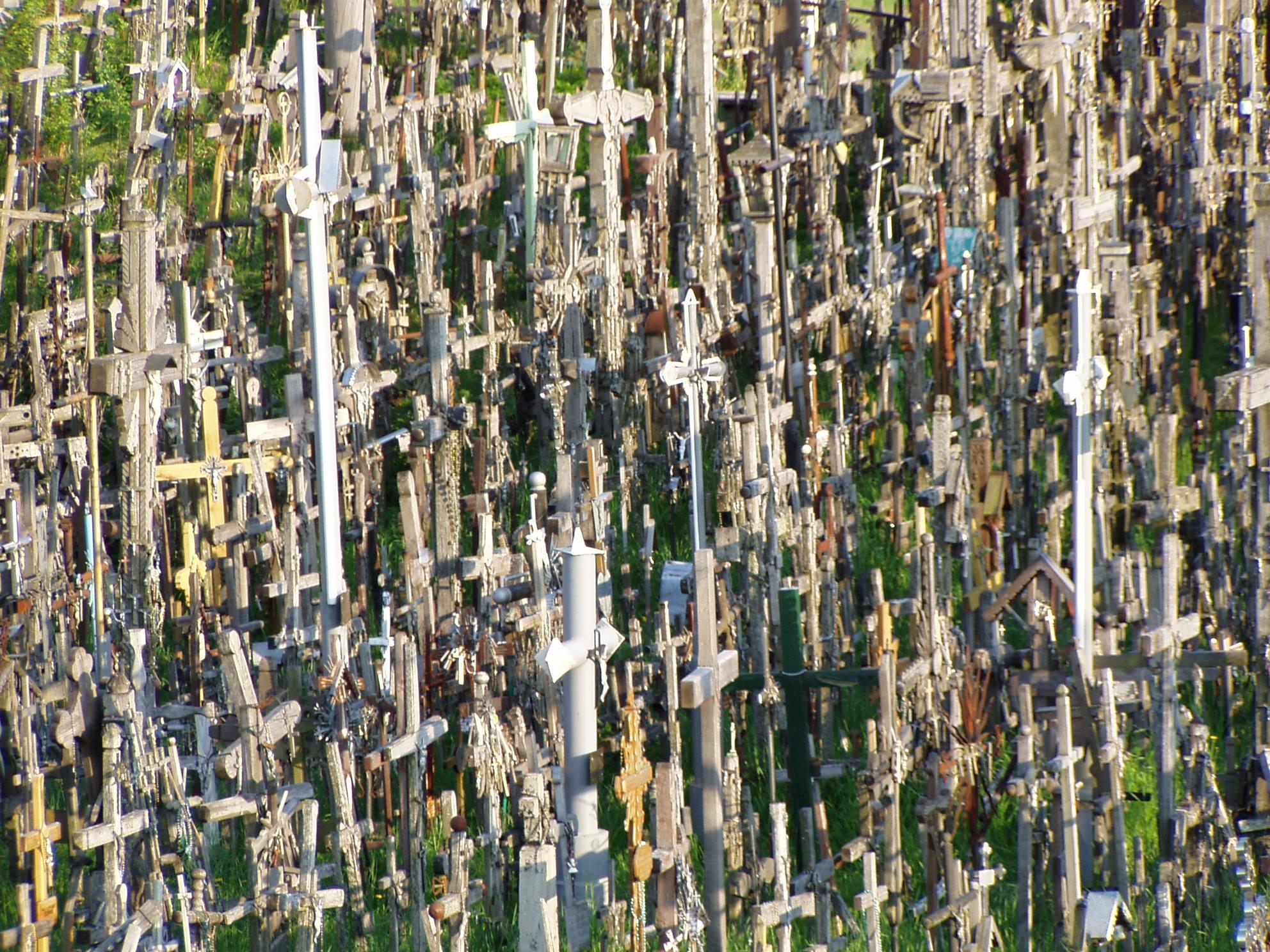 Colina das Cruzes: conheça esse lugar macabro que é um destino de fé