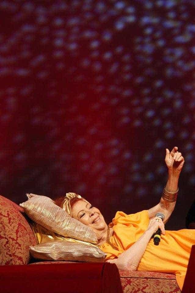 Após cantar deitada no Rio, Beth Carvalho levará sofá para show em SP