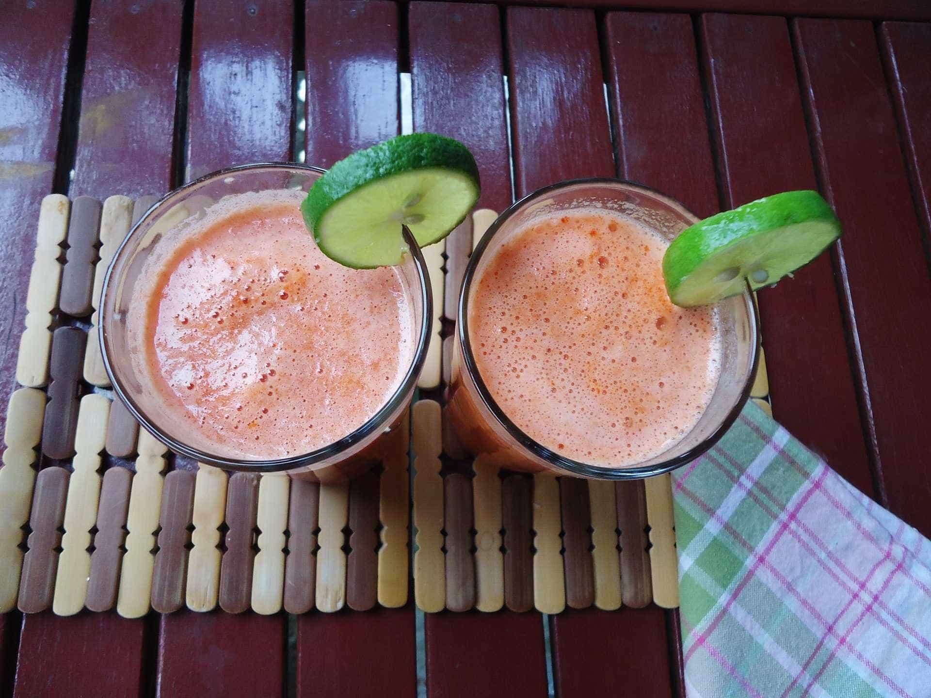 Receita: caipirinha com tomate, um drink criativo e saboroso