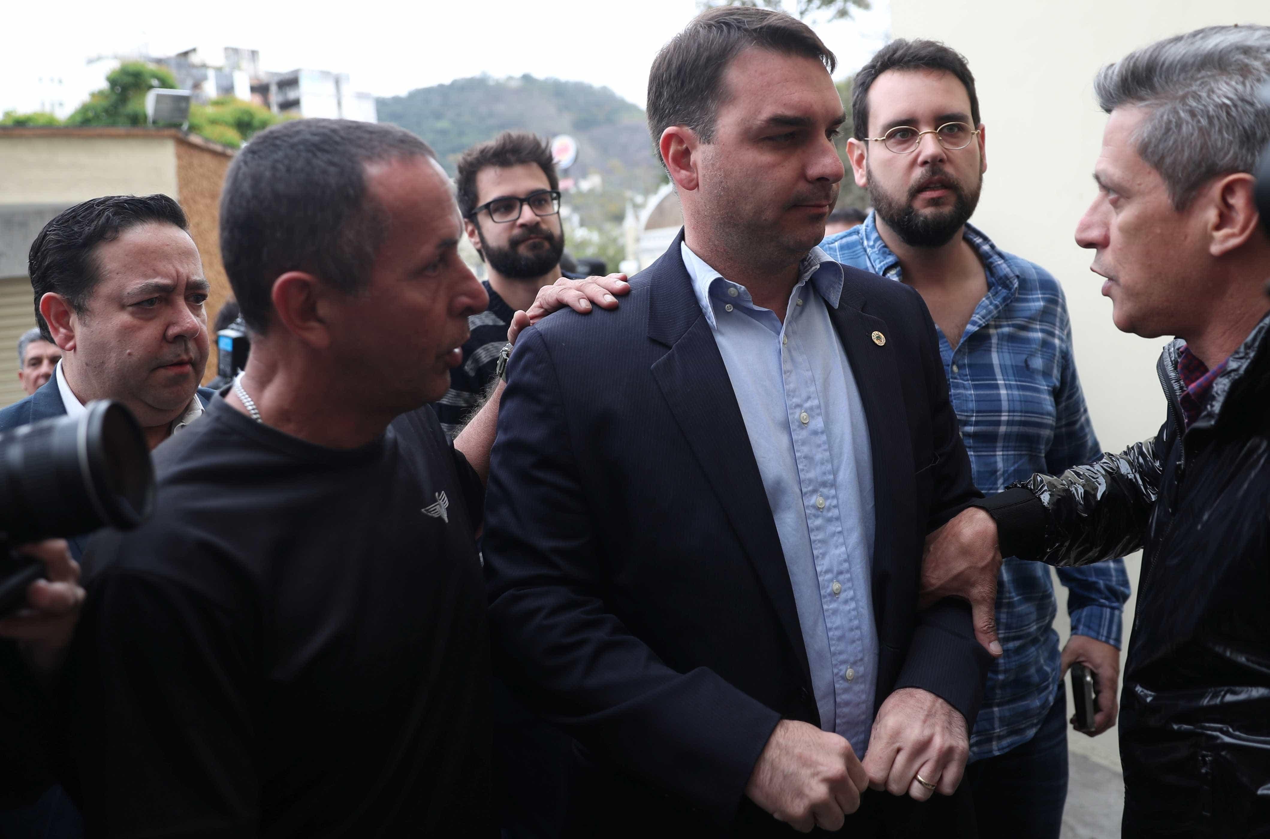 Flávio diz que não fez nada de errado e está à disposição da Justiça