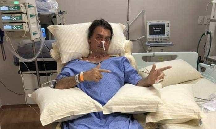 Internado na UTI, Bolsonaro posa para foto e é aclamado por eleitores