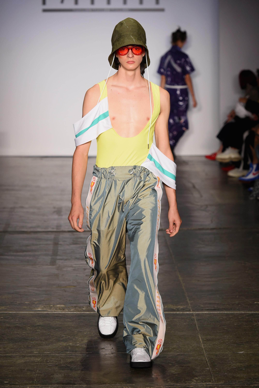 Confira os looks mais estranhos da New York Fashion Week