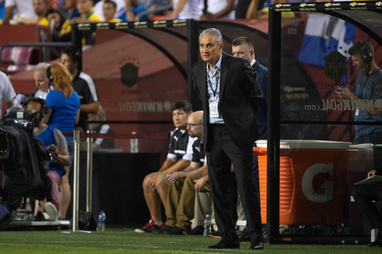 Após goleada, Tite exalta agressividade do Brasil e retomada da alegria