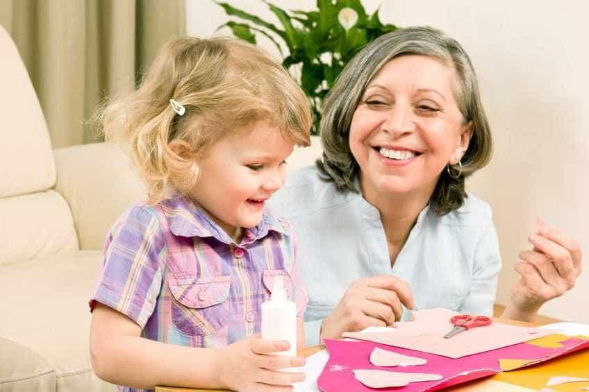 Agências recrutam 'avós emprestados' para programas de intercâmbio