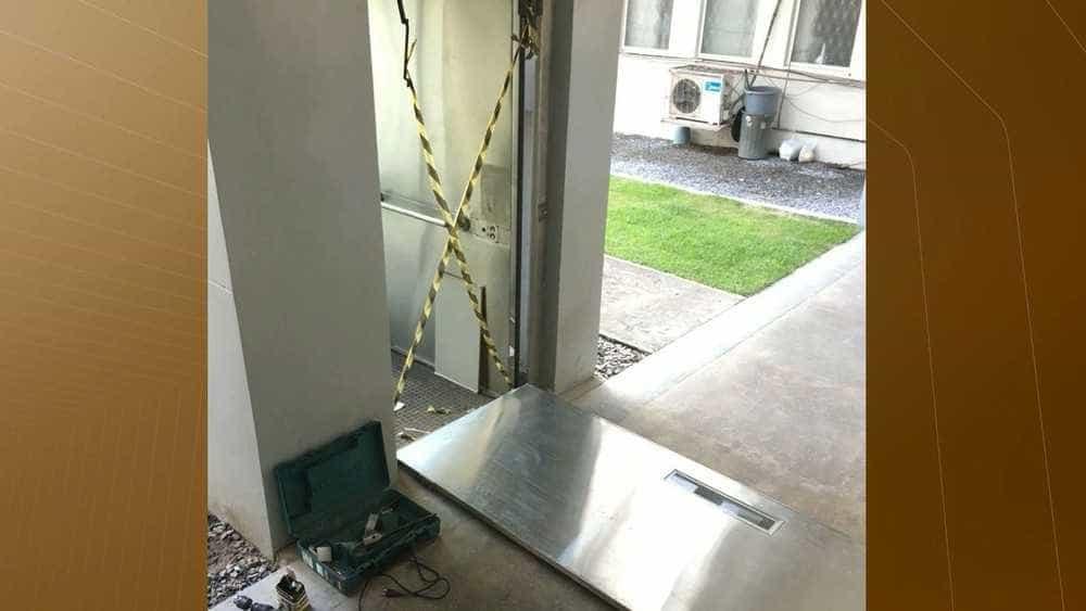 Porta de elevador quebrado cai e fere menino de 2 anos na UFPB