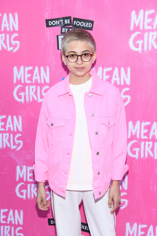 Atriz de 'Glee', Josie Totah posta primeira foto após se declarar trans