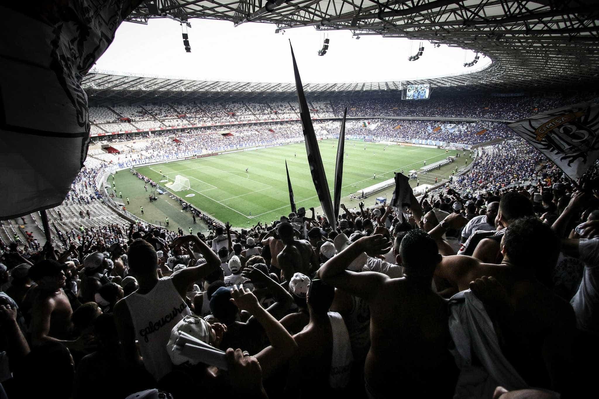 Torcida do Atlético canta música homofóbica citando Bolsonaro