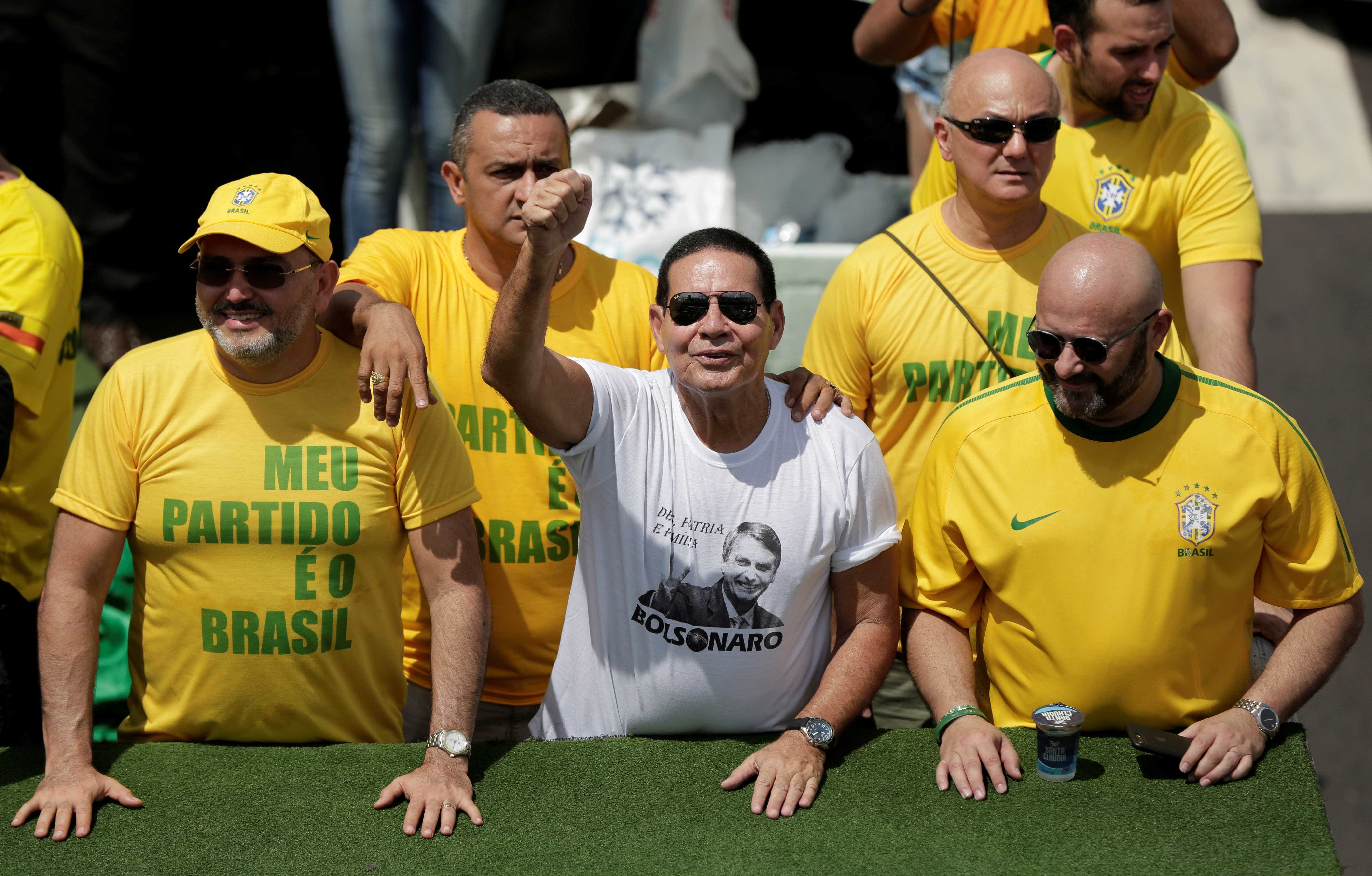 Vice de Bolsonaro, Mourão conta com apoio de 'irmãos' maçons na eleição