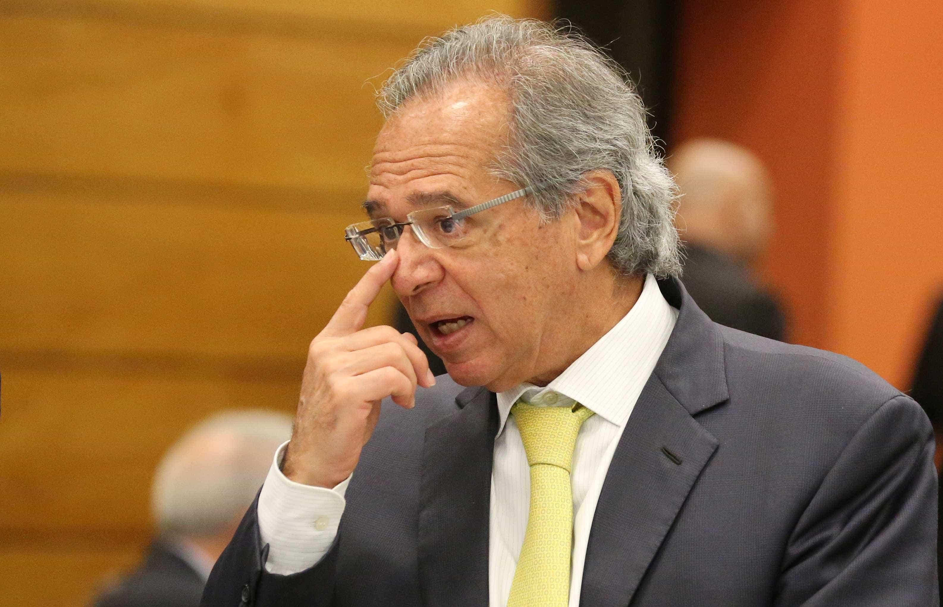 Guedes pede redução de questionário do Censo para execução de pesquisa
