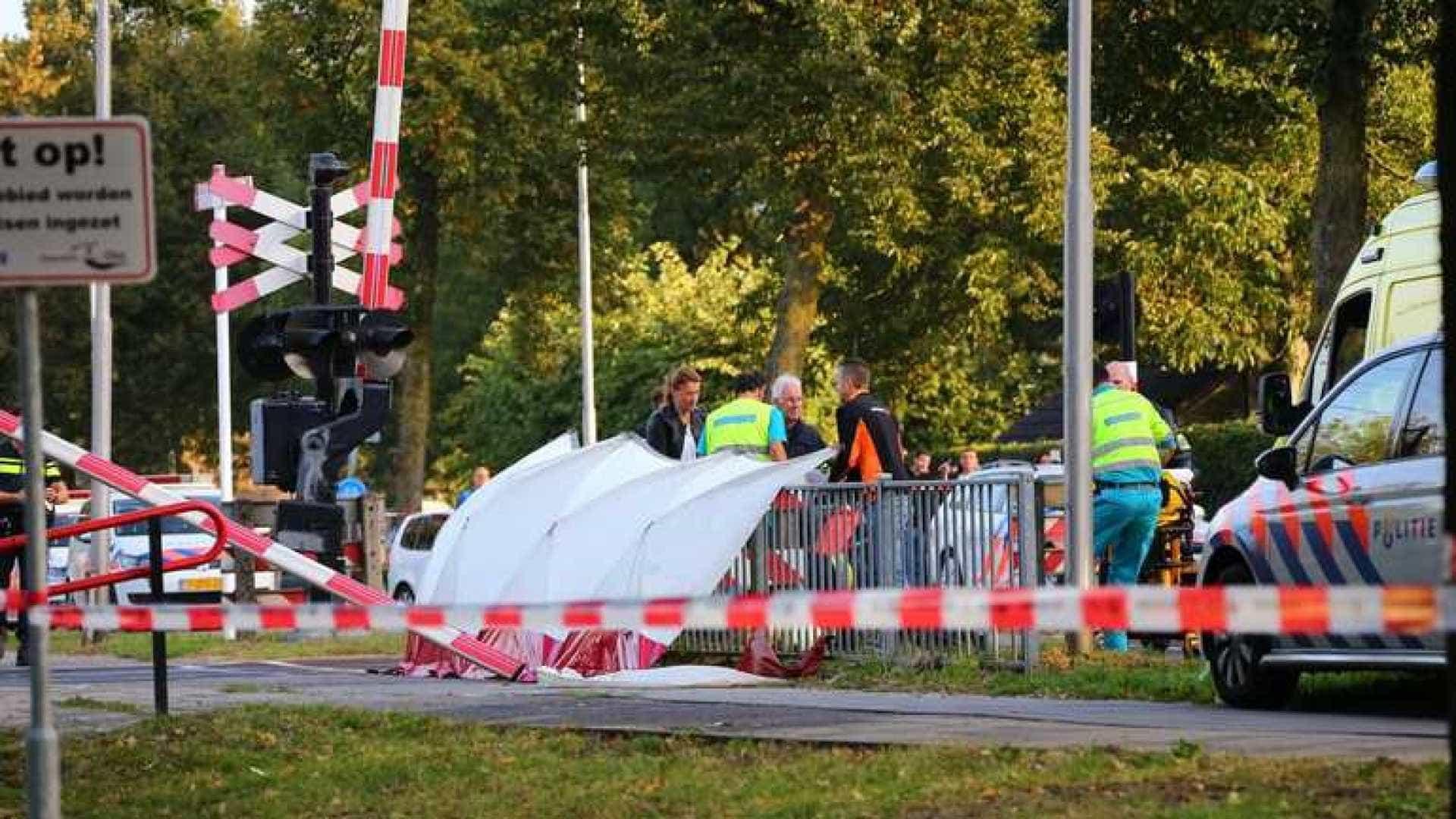 Quatro crianças morrem em colisão entre trêm e bicicleta na Holanda