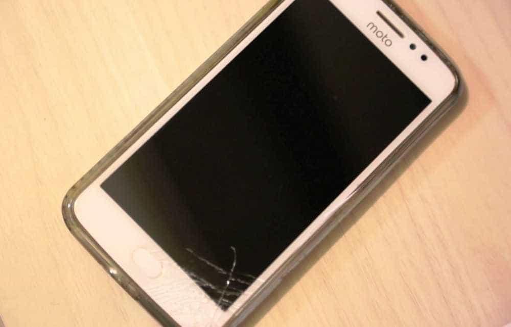 Ladrão rouba celular, é agredido e pede desculpas: 'Me add no Face'
