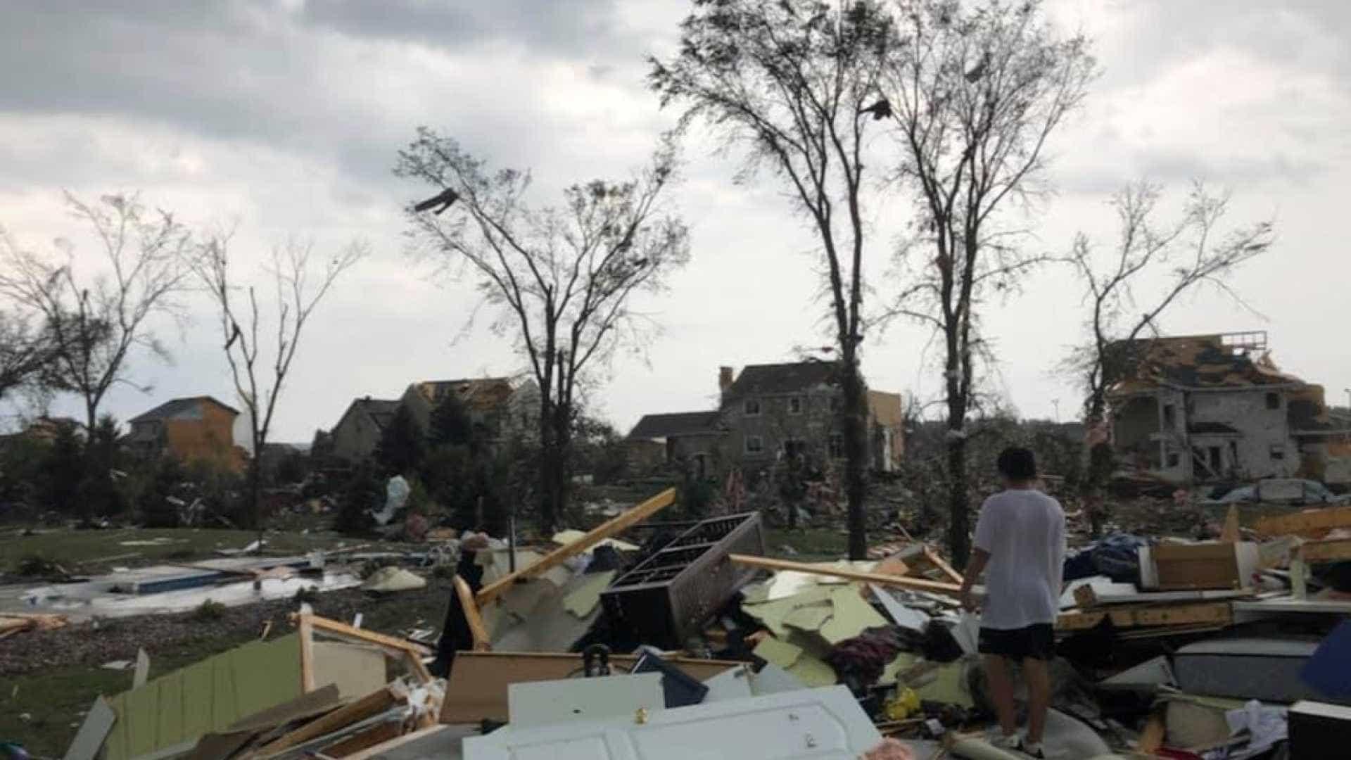 Tornado deixa pelo menos 30 feridos no Canadá